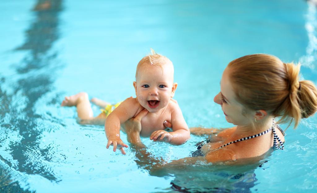 Είναι αλήθεια οτι τα βρέφη γεννιούνται με την ικανότητα να κολυμπούν;