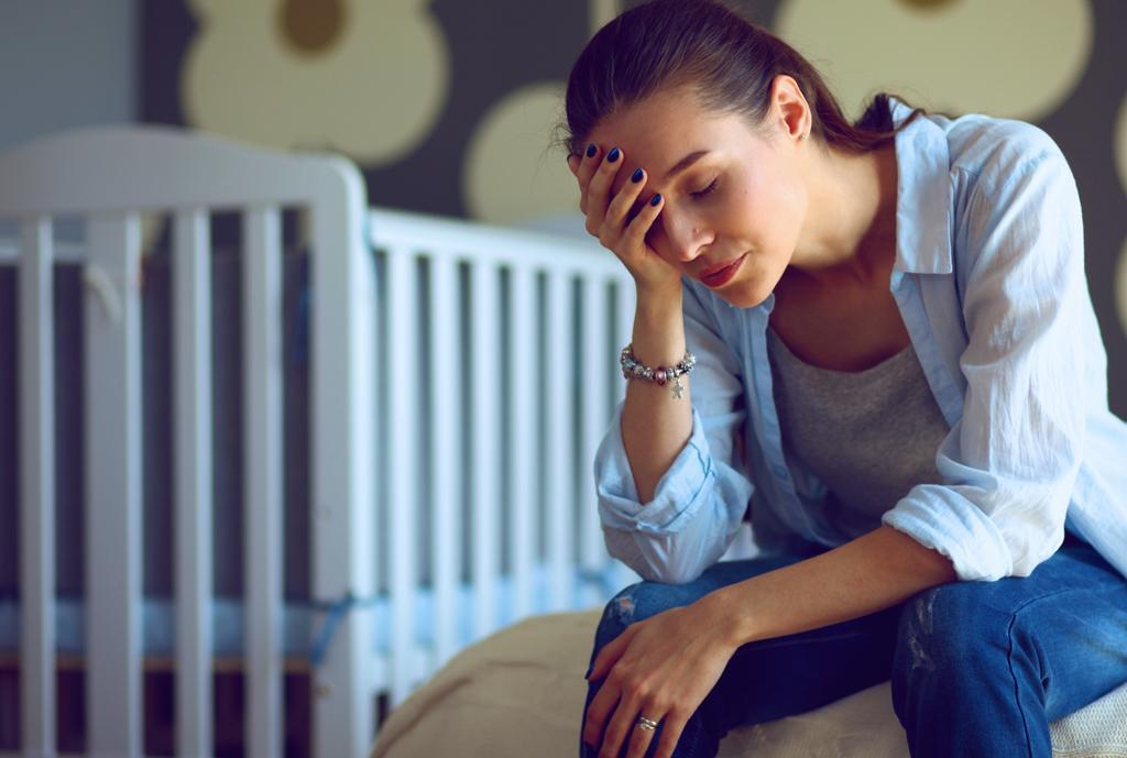 Είναι φυσιολογικό που νιώθω εξουθενωμένη από τη φροντίδα του νεογέννητου μωρού μου;