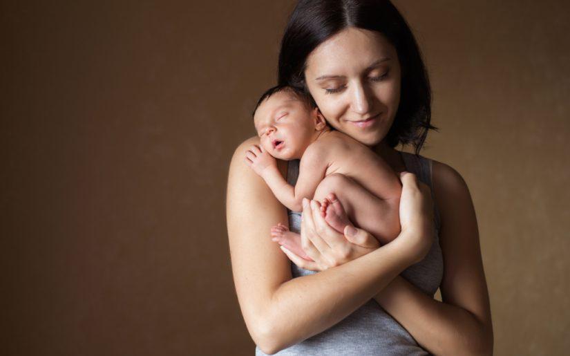 Είναι φυσιολογικό που το μωρό μου θηλάζει μόνο για λίγα λεπτά κάθε φορά;